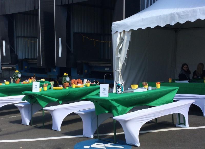 Leo-Kinderevents auf einer Firmenfeier in Remscheid mit einem großen Bastel- und Kreativbereich